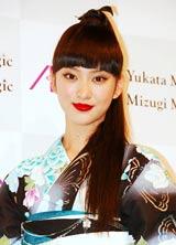 『イオン 2011 Yukata Magic/Mizugi Magic』記者発表会で浴衣姿を披露した武井咲