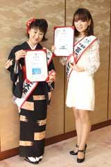 「千葉県富津市観光大使」に任命された井上由美子と保田圭(右)
