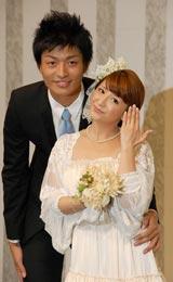 2ショット結婚会見を行った(左から)中村昌也、矢口真里 (C)ORICON DD inc.