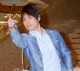 『スーパークールビズ』ファッションショーに登場した日本テレビ・上重聡アナウンサー