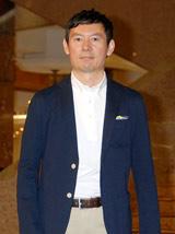 『スーパークールビズ』ファッションショーに登場したフジテレビ・川端健嗣アナウンサー