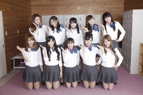 メンバー全員、客室乗務員(キャビンアテンダント、CA)役で映画デビューする、CA風10人組女性アイドルユニット・ぱすぽ☆