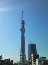 東京スカイツリー(※写真は3月18日、高さ634m到達時の様子) (C)ORICON DD inc.