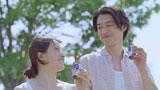 """""""愛情一本""""を注入する菅野(左)と平山浩行(右)"""