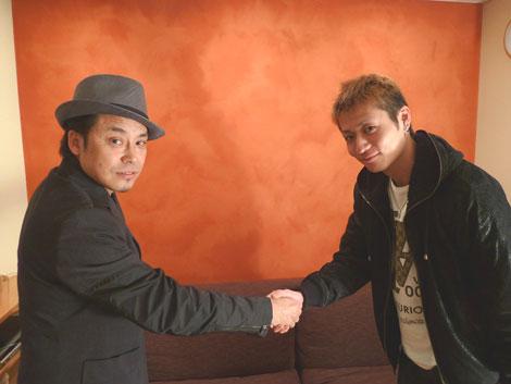 大澤誉志幸と新人ラッパー・TATSUMA(右)がコラボ