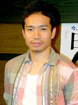 著書『日本男児』(ポプラ社)刊行記念イベント終了後に報道陣の取材に応じた長友佑都選手