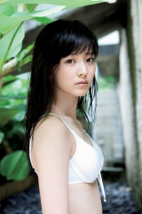写真集『OASIS』を発売した℃-ute・鈴木愛理
