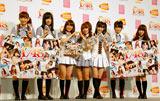 AKB48の恋愛妄想ゲームの第2弾『AKB1/48 アイドルとグアムで恋したら…』の制作発表会に出席した(左から)仁藤萌乃、指原莉乃、大島優子、高橋みなみ、渡辺麻友、横山由依、河西智美