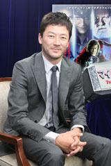 6月16日、新作映画の撮影の合間に英国から一時帰国し、同作の凱旋会見を開いた浅野忠信。インタビューは会見の後に行った (C)ORICON DD inc.