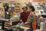 スーパーのレジ係を演じているのはナタリー・ポートマン 映画『メタルヘッド』メイキングより (C) 2010 Hesher Productions, LLC.