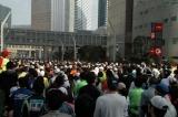 初のチャリティー枠導入となった『東京マラソン2011』スタート直前の様子 (C)ORICON DD inc.