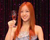 今月3日に20歳を迎え、シャンパンで乾杯した板野友美 (C)ORICON DD inc.