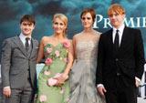 『ハリー・ポッター』最後のワールドプレミアに登場した(左から)ダニエル・ラドクリフ、原作者J.K.ローリング、エマ・ワトソン、ルパート・グリント