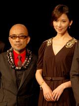 劇団EXILEの第5回舞台公演『レッドクリフ−愛』『レッドクリフ−戦−』の製作発表会見に出席した(左から)竹中直人、リン・チーリン