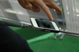 パターにiPhoneを装着する (C)ORICON DD inc.