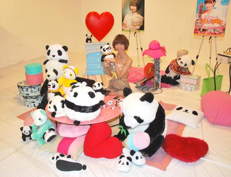 『麻里子姫はアプリがお好き♪ for LISMO Channel』の配信スタートに伴い会見を行ったAKB48・篠田麻里子 (C)ORICON DD inc.