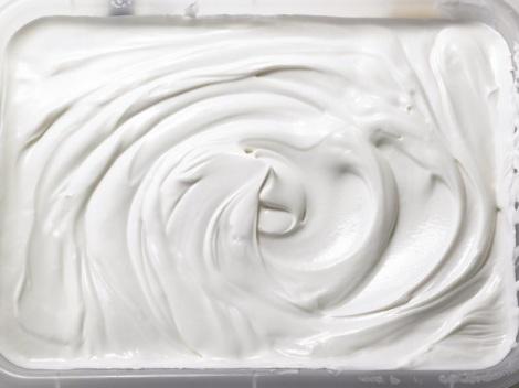 ギリシャヨーグルトは濃厚でクリーミーな味わいが特徴