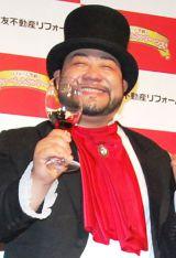 """8月8日""""ひげの日""""に入籍したことを報告した髭男爵・山田ルイ53世 (C)ORICON DD inc."""