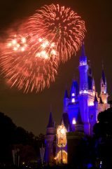 東京ディズニーリゾートがクリスマス企画を発表(写真は昨年のTDL『ディズニー・サンタヴィレッジ・パレード』) (C)Disney