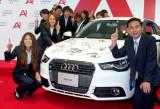 なでしこジャパンが佐々木則夫監督が約300万円の車のプレゼントに大喜び (C)ORICON DD inc.