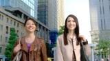 約20年ぶりの再会とCM初共演を果たした松田聖子(右)と小泉今日子(左)