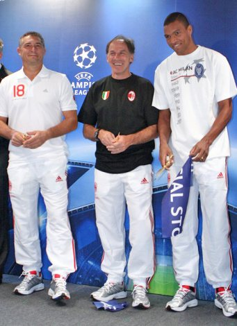 『UEFAチャンピオンズリーグ』の世界初となるオフィシャルストアのオープニングセレモニーに出席した(左から)ダニエレ・マッサーロ、フランコ・バレージ、ジダ (C)ORICON DD inc.