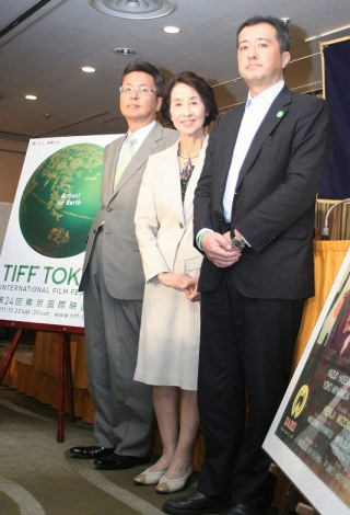 「FIAF賞」受賞記念記者会見に出席した香川京子(中央) (C)ORICON DD inc.