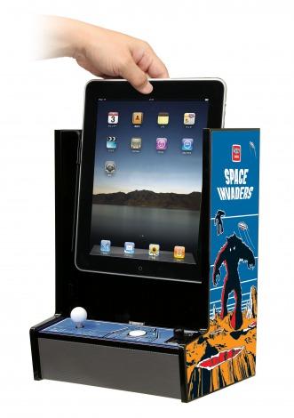 懐かしの『スペースインベーダー』筺体そっくり! iPad専用アクセサリー『iNVADERCADE(インベーダーケード)』 (C)TAITO CORPORATION 1978,2011 ALL RIGHTS RESERVED.
