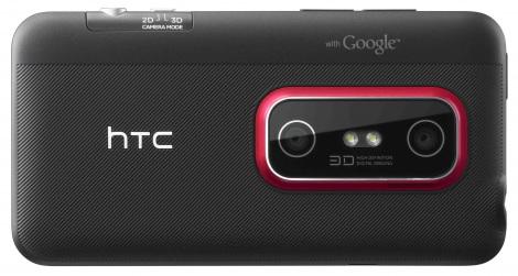 KDDI、2011年秋冬商品発表会でお披露目されたHTC『HTC EVO 3D ISW12HT』の背面。