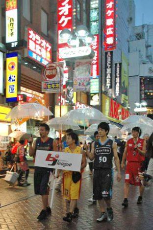 渋谷センター街「バスケットボールストリート」誕生を祝して集まったbjリーグ選手たち (C)ORICON DD inc.