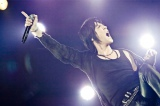 東日本大震災復興支援ライブで熱唱する氷室京介