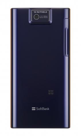 29日、ソフトバンクが発表した秋冬製品『AQUOS PHONE 104SH』