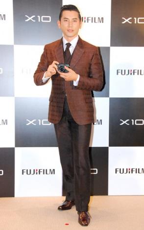 デジタルカメラ新製品『FUJIFILM X10』発表会に出席した本木雅弘 (C)ORICON DD inc.