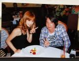 1年ほど前にハワイで撮ったというお相手・菊地勲さんとの2ショット写真も披露 (C)ORICON DD inc.