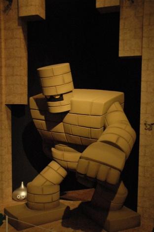 テレビゲーム史上初の本格的展覧会『ドラゴンクエスト展』、第1章「勇者の大地」にゴーレムがあらわれた (C)ORICON DD inc.