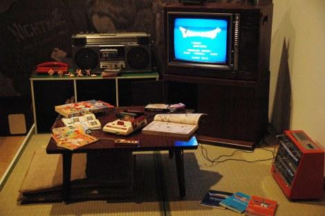 テレビゲーム史上初の本格的展覧会『ドラゴンクエスト展』、第2章「導かれし記憶」の入口には1980年代のお茶の間を再現 (C)ORICON DD inc.