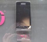 参考出展されたNECカシオモバイルコミュニケーションズ製の「Xi」対応スマートフォン