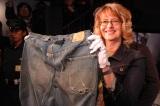 """1879年頃に作られた""""世界最古のジーンズ""""『XXc.1879』バックポケットは1つのみ (C)ORICON DD inc."""