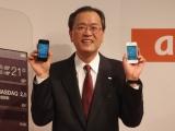 KDDIデザイニングスタジオ(東京・原宿)で行われた『iPhone 4S』発売記念セレモニーに登場した田中孝司社長 (C)ORICON DD inc.
