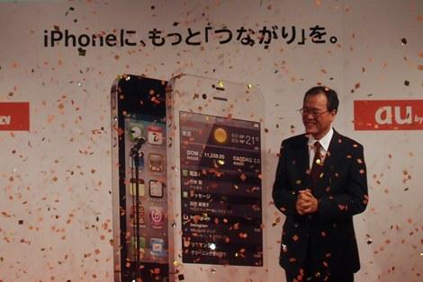 KDDIデザイニングスタジオ(東京・原宿)で行われた『iPhone 4S』発売記念セレモニーの様子