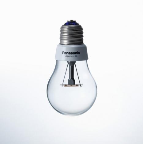 2011年の『グッドデザイン大賞』候補に選ばれた、LED 電球「Panasonic LDAHV4LCG」/パナソニック株式会社