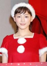 サンタクロースの衣装で登場した綾瀬はるか (C)ORICON DD inc.