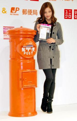 ユニクロと郵便局のコラボレーション郵便商品『あたたかめーる』販売開始発表会に出席した黒木メイサ (C)ORICON DD inc.