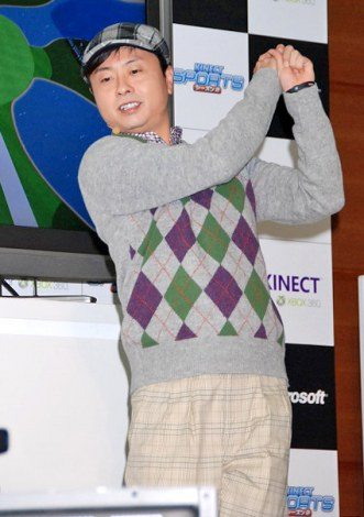 Xbox 360 Kinect専用『Kinect スポーツ:シーズン2』発売記念イベントでゲームにトライした次長課長・河本準一 (C)ORICON DD inc.