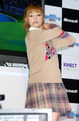 Xbox 360 Kinect専用『Kinect スポーツ:シーズン2』発売記念イベントでゲームにトライした小倉優子 (C)ORICON DD inc.