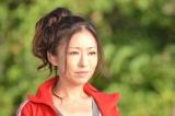 映画『ホタルノヒカリ』に出演する松雪泰子。イタリアでも干物女はジャージ姿なんですね (C)「映画 ホタルノヒカリ」製作委員会