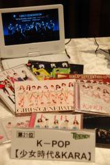『日経トレンディ』が選ぶ『ヒット商品ベスト30』21位に選ばれたK-POP(少女時代&KARA) (C)ORICON DD inc.
