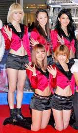 CD���������肵���uE-Girls�v�̃����o�[�EDream�i�O����Aya�ASayaka�A�����Ami�AShizuka�AErie�j�@�iC�jORICON DD inc.