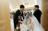 """最近の結婚式で増えているセレモニー""""ベールダウン"""" (写真提供:リクルートブライダル総研)"""