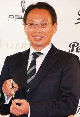 『万年筆ベストコーディネイト賞2011』を受賞した岡田武史氏 (C)ORICON DD inc.